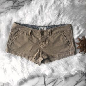 AE Stretch Buttoned Khaki Shorts